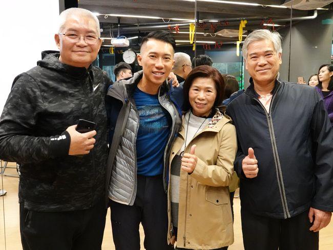 陳彥博與父母及恩師潘瑞根