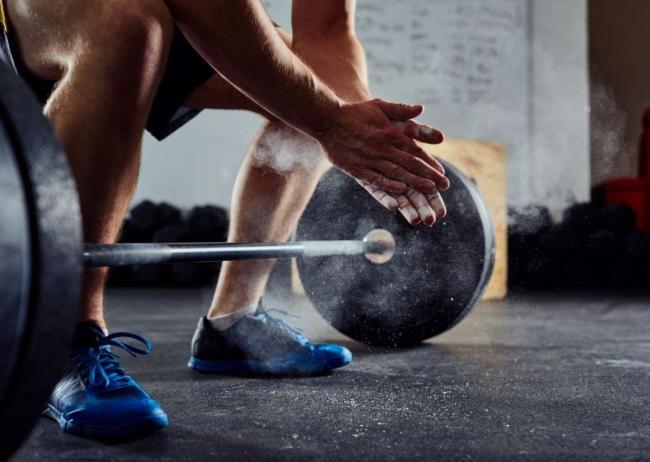 專家:兩招幫你避免在重訓前會犯的錯誤,以免降低運動表現!