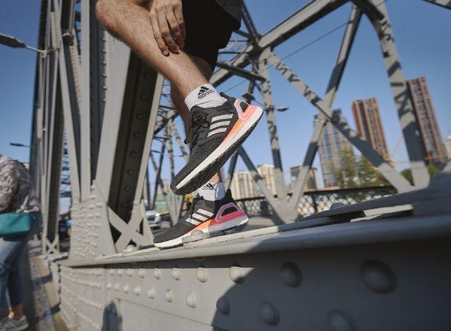 adidas Ultraboost 20跑鞋