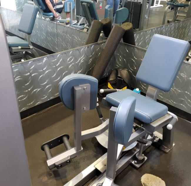 大腿內收肌群訓練機台