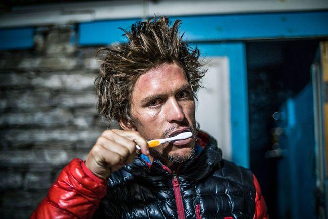 Ryan Sandes 在刷牙