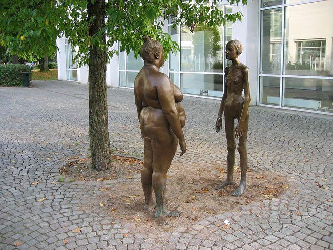 瑞典Växjö美術館外的I am thinking of myself雕像