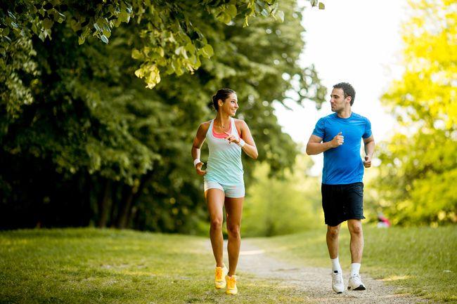 保持社交距離跑步