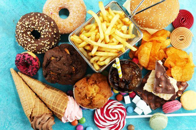 跑前吃高脂肪食物恐引起側腹痛、抽筋