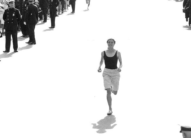 波比吉布在1966年波士頓馬拉松