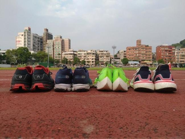 跑鞋避震設計