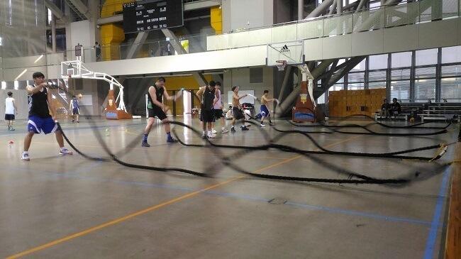 大專籃球隊員戰繩訓練