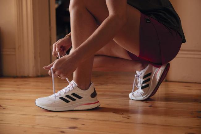 adidas  Supernova 跑鞋的BOOST 與BOUNCE中底科技