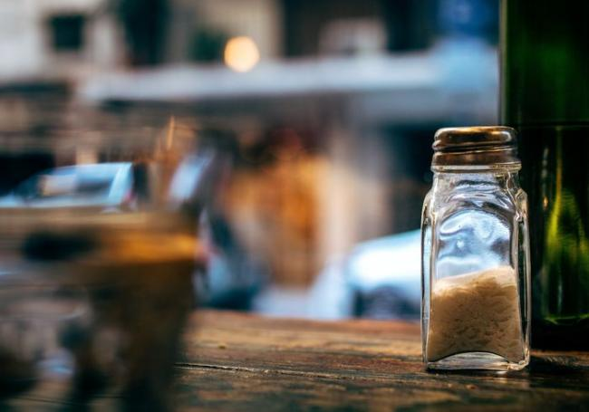 鹽罐或含鈉佐料