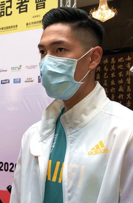 陳傑因應防疫戴上口罩