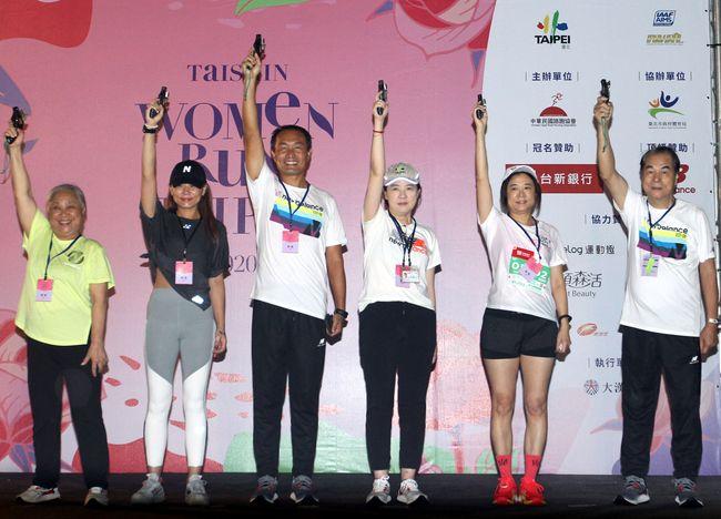 台北市副市長黃珊珊、體育局局長李再立鳴槍
