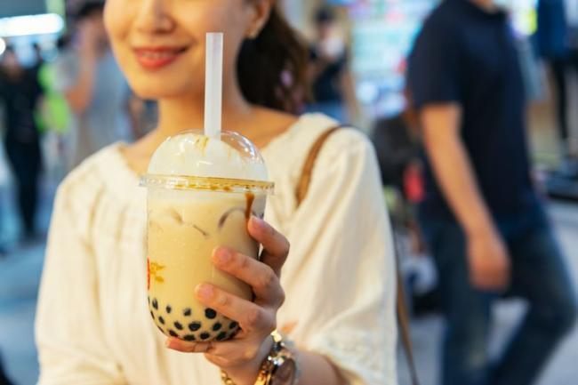 珍珠奶茶冰涼甜飲