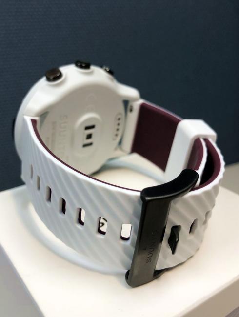 寬度 24mm 的矽膠錶帶