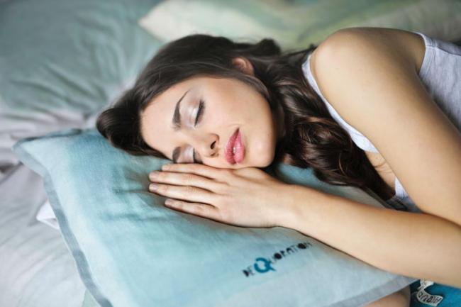 以分段睡眠總計睡滿 7 小時