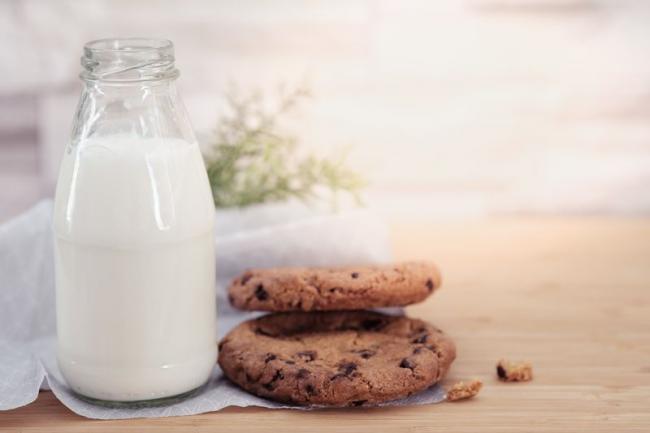 牛奶含有睡眠荷爾蒙褪黑激素源頭的色胺酸
