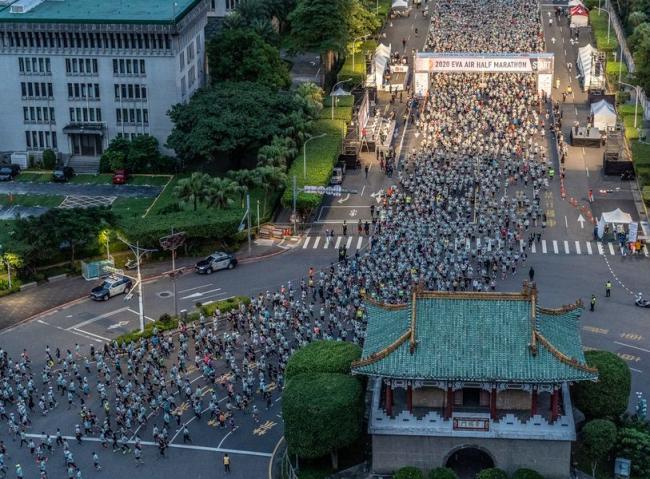 2020長榮航空城市觀光半程馬拉松盛大開跑