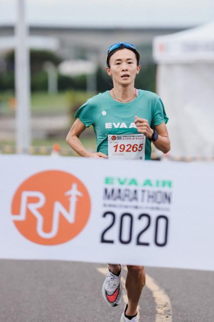 謝千鶴以36分29秒完成女子 10 公里三連霸