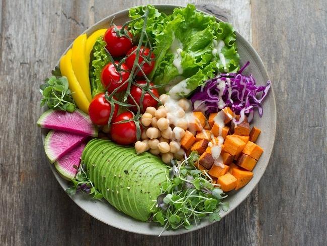 大量的蔬菜裝盤