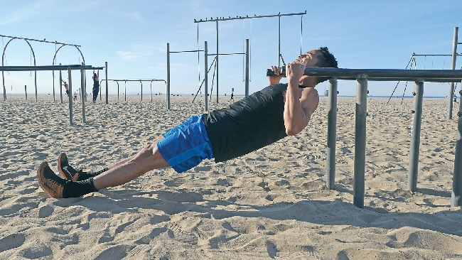 反向划船 BODYWEIGHT ROWS