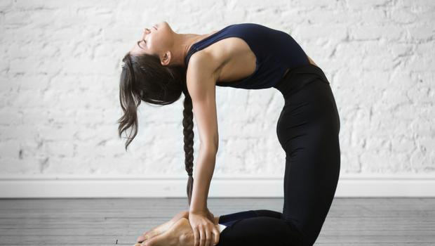 瑜伽駱駝式
