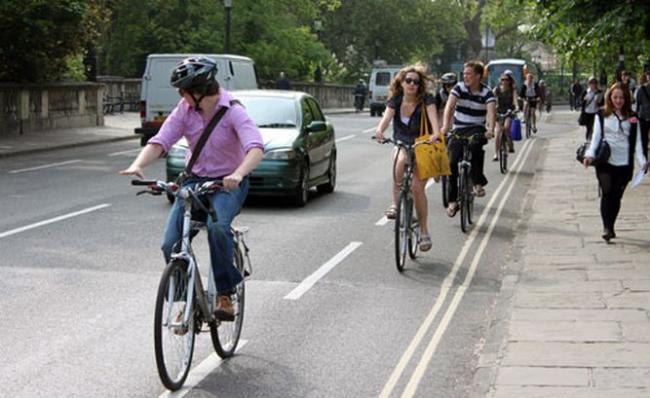 戶外騎腳踏車