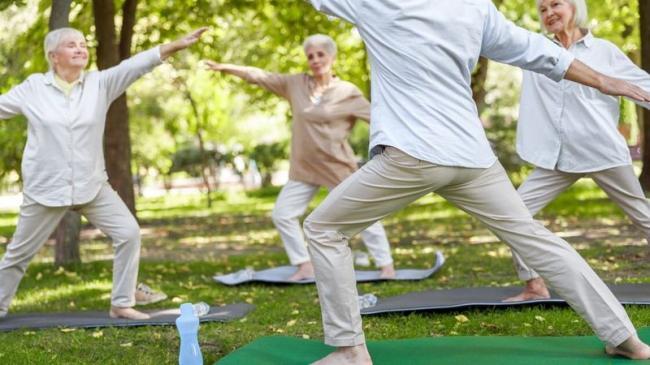 老年人做健身運動