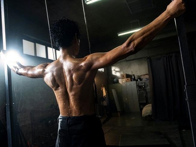 劉俊相的背肌線條
