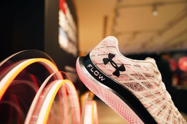 UA Flow Velociti Wind的UA Warp編織鞋面