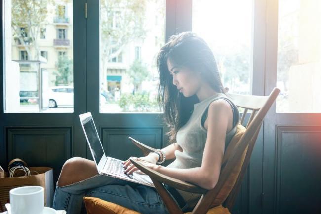 現代人使用電腦的時間增加,坐姿更加重要