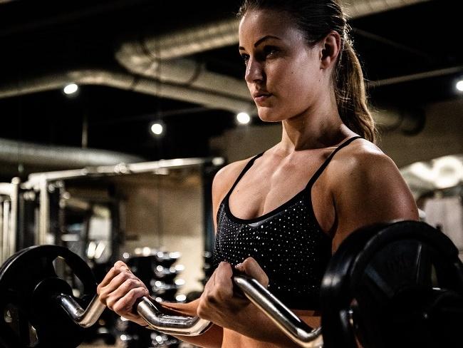 進行手臂二頭肌訓練