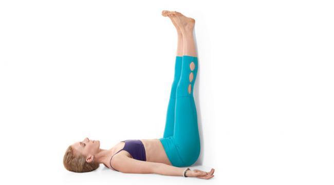 雙腳靠牆倒立式 Legs On Wall Pose