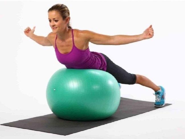 瑜伽球伸展訓練動作