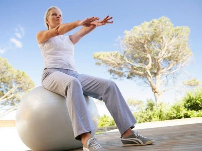 瑜伽球坐姿訓練穩定性