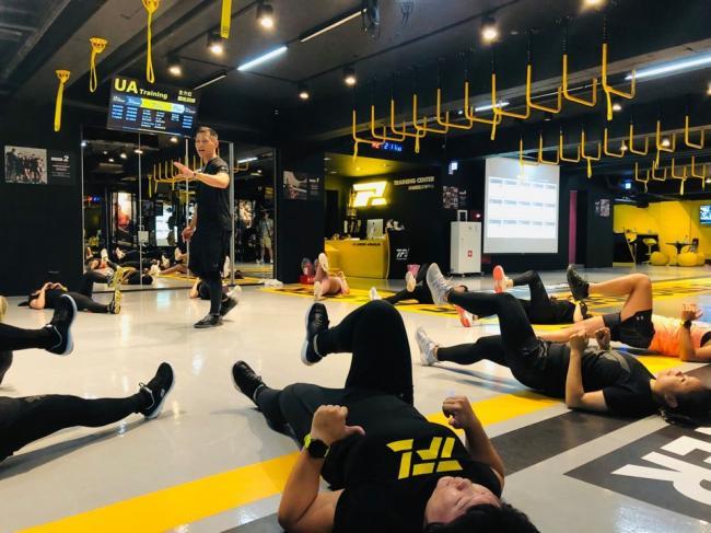 教練透過運動專業提供適合學員的課程與商品建議,將社群影響力轉換為銷售力