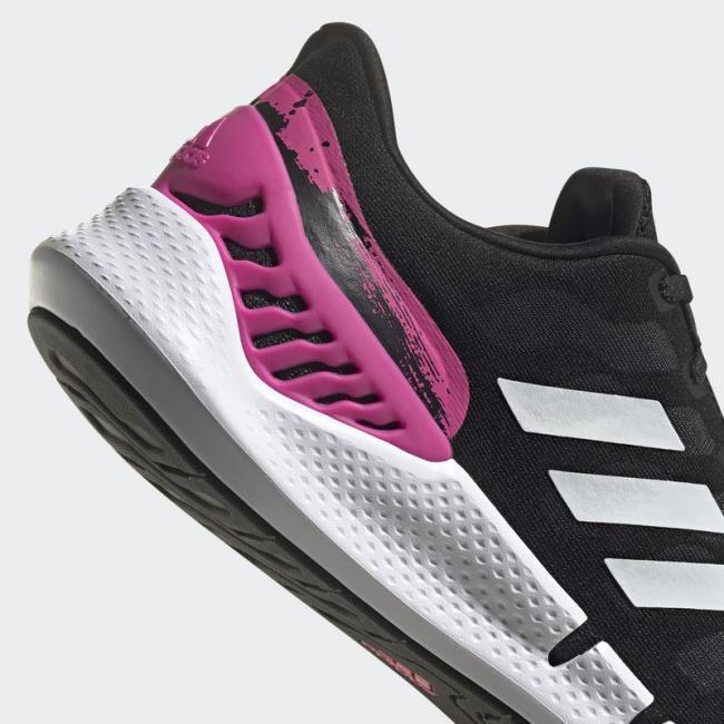 鞋後跟螢光粉潑墨設計為最大亮點