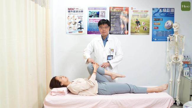 抱膝直腿運動步驟2