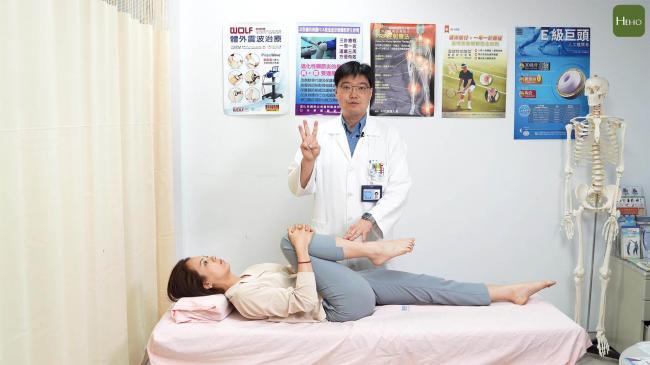 抱膝直腿運動步驟3