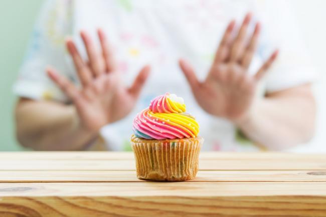 小小一塊蛋糕的熱量可能高達 770 大卡,並轉變成貨真價實 0.1 公斤的體脂肪