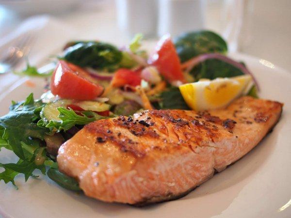 富含 Ω3 多元不飽和脂肪酸的食物是理想的抗發炎食物