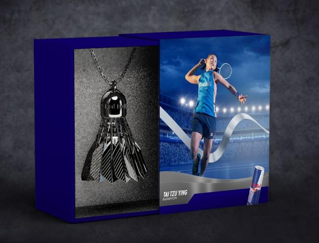 Red Bull特製「羽球勝利銀飾」抽獎紀念品