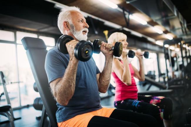 高齡人士在進行肌力訓練時,必須要刻意將目標放在獲得更強的肌肉力量