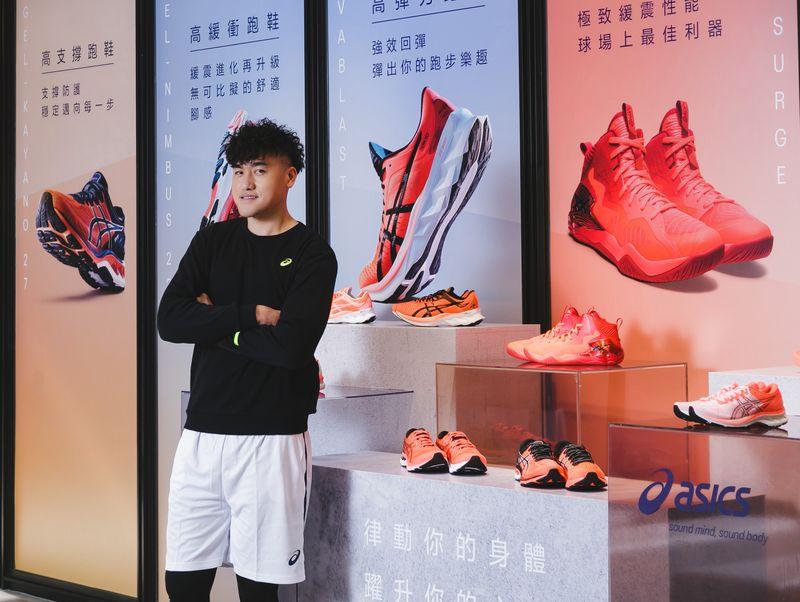 ASICS SUNRISE RED系列跑鞋、籃球鞋和網球鞋