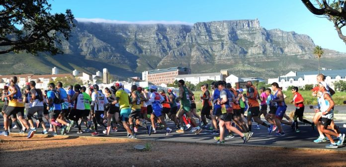 開普敦馬拉松跑經新世界七大奇景之一桌山