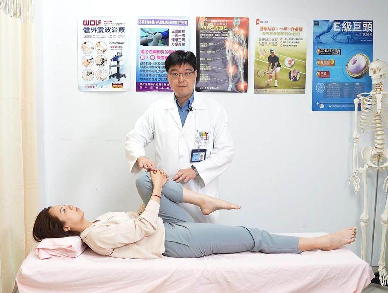 10分鐘躺著舒緩腰痛!  醫師親授「抱膝直腿運動」改善下背痛
