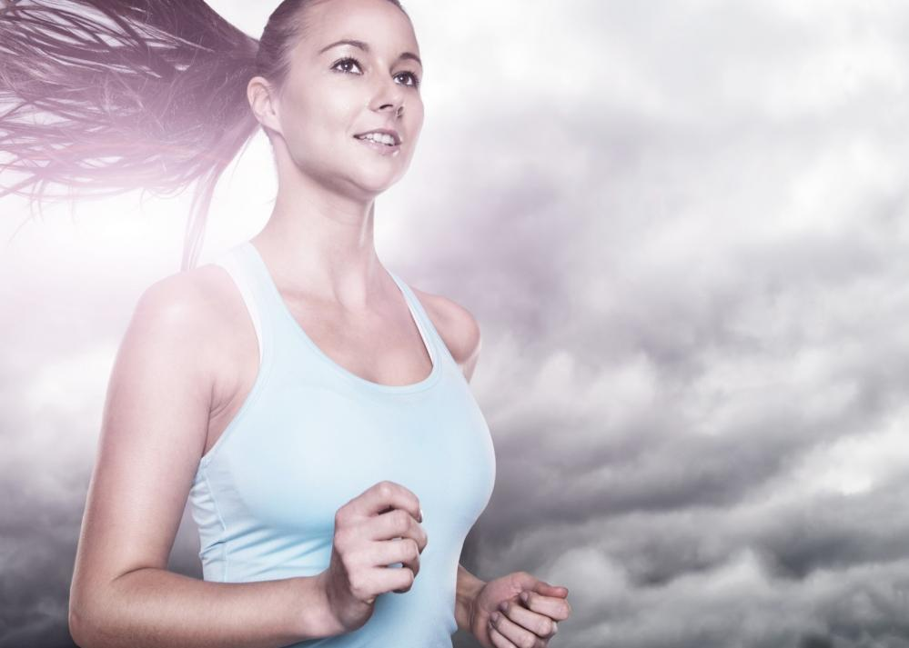 研究發現:久坐不動比空氣汙染可怕!  規律跑步的好處大過空汙健康風險