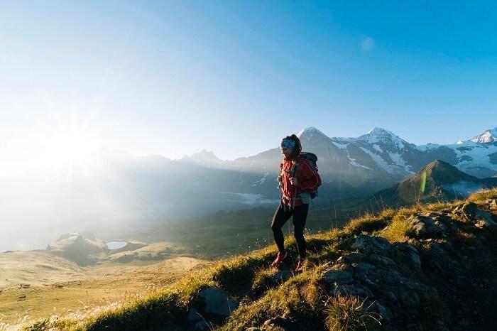 走下坡就能預防鐵腿?  研究證實登山前一週走 5 分鐘就有效
